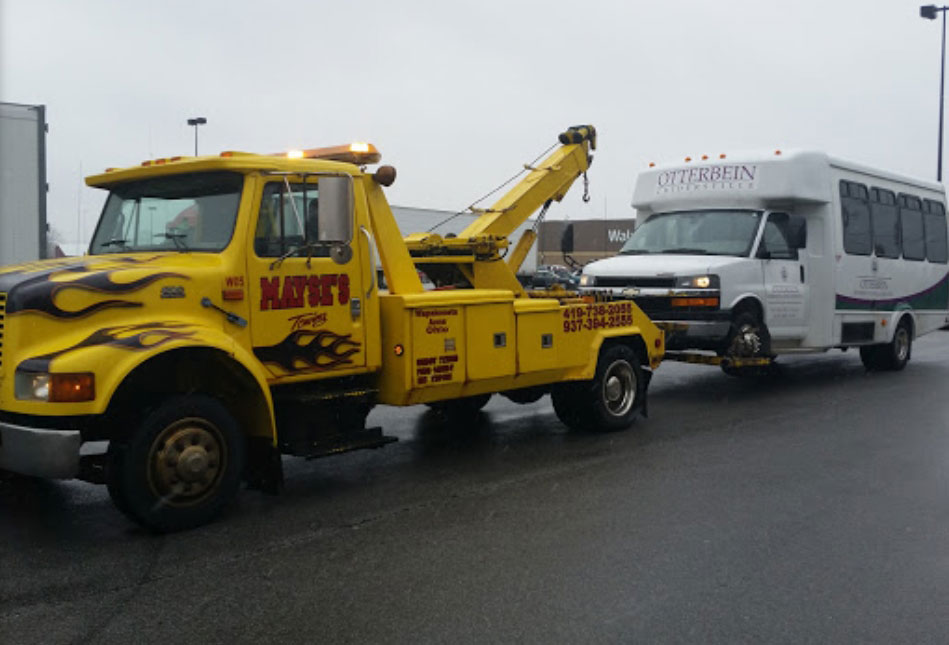 Mayse's Towing - Tow Truck